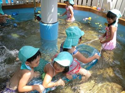 夏だ、プールだ♪(*^_^*)